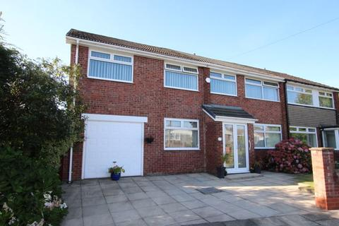 4 bedroom semi-detached house for sale - Whiteley Drive, MIDDLETON M24 2UJ