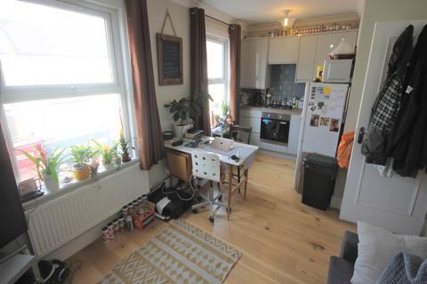 2 bedroom flat to rent - Hoe Street, Walthamstow, London