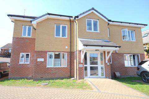 2 bedroom maisonette - Avon Close, Bournemouth