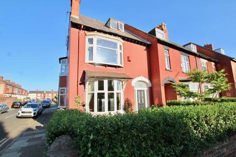 5 bedroom semi-detached house for sale - Warbreck Moor, Aintree, Liverpool, L9