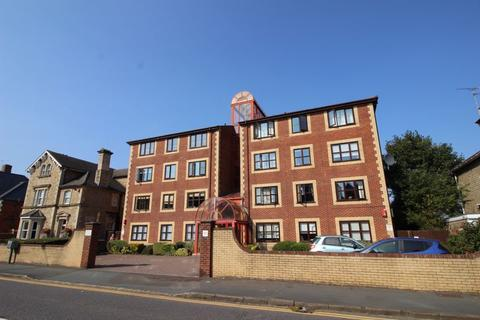 2 bedroom apartment for sale - 2 BEDROOM FLAT ON BATH ROAD.
