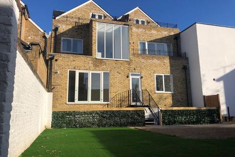 3 bedroom apartment for sale - Canbury House, Richmond Road, North Kingston, KT2