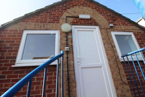 1 bedroom flat to rent - REF P1902  Balsall Street East, 1 Bed