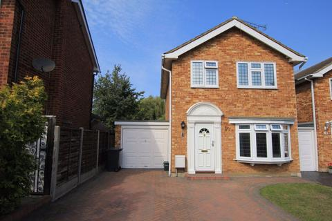 3 bedroom property to rent - Three Bedroom Link Detached House - WICKFORD