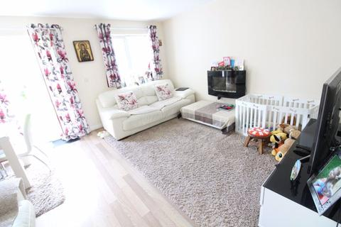 3 bedroom house to rent - Stunning three bedroom home Cullen Close  -p11589