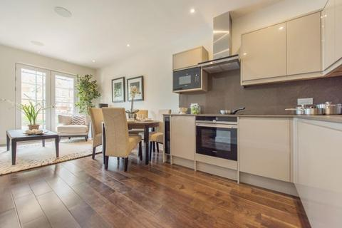 2 bedroom flat to rent - New Park Road, SW2
