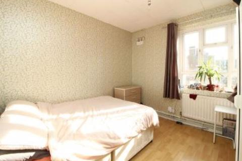 5 bedroom semi-detached house to rent - FLATSHARE 1 DOUBLE ROOM, HARGRAVES ROAD, W12
