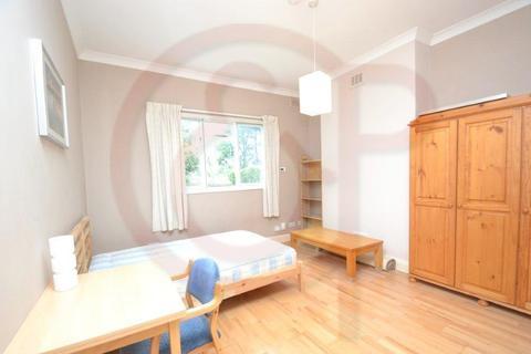 Studio to rent - Lynton Road, Acton, W3