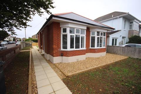 2 bedroom detached bungalow for sale - Stamford Road, Bournemouth
