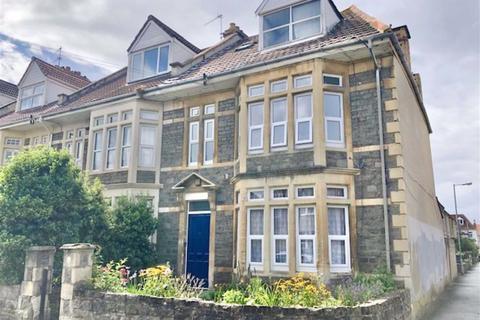 Studio to rent - Oldbury Court Road, Fishponds, Bristol