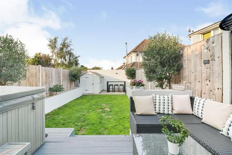 2 bedroom bungalow for sale - Flemming Crescent, Leigh-On-Sea