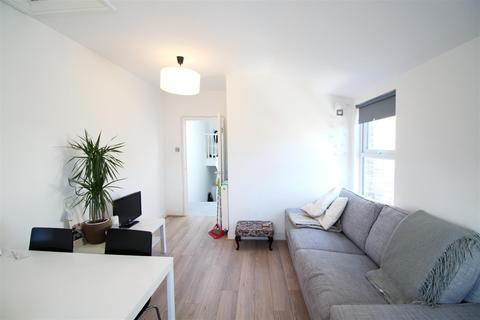 2 bedroom flat to rent - Morrish Road, London