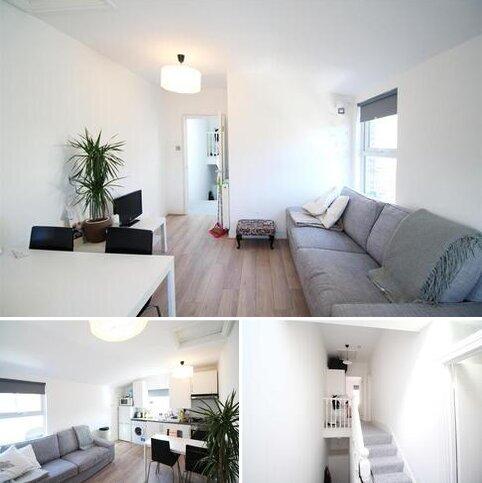 2 bedroom flat to rent - Morrish Road, London