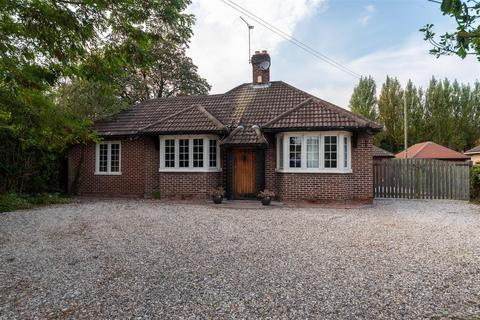 4 bedroom bungalow for sale - Burton Manor Road, Stafford, ST17 9QW
