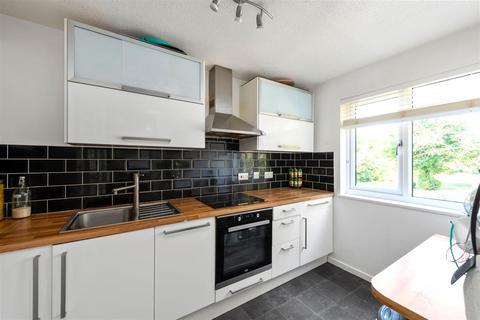 2 bedroom flat for sale - Whitecroft, Horley