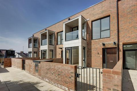 2 bedroom townhouse for sale - The Lexington, NW11