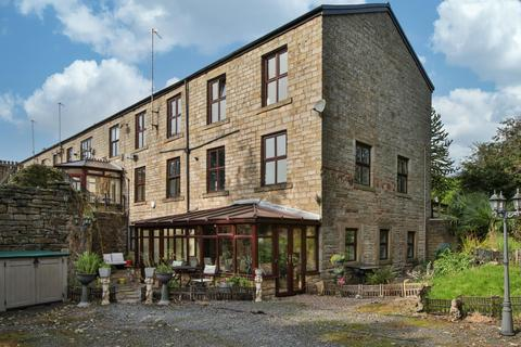 3 bedroom flat for sale - Lydgate Court, Blackstone Edge Old Road, OL15 0LL