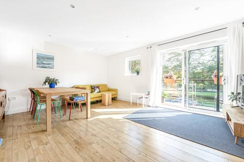 2 bedroom flat for sale - Highfield Close Hither Green SE13