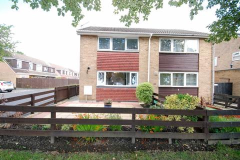 3 bedroom semi-detached house for sale - Lynton Place, Blakelaw, Newcastle Upon Tyne
