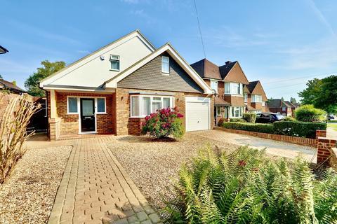 4 bedroom detached house for sale - Greenacres Avenue, Ickenham, UB10
