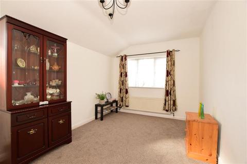 1 bedroom flat - Beam Avenue, Dagenham, Essex