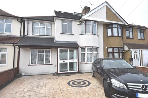 6 bedroom semi-detached house for sale - Little Park Drive, Hanworth, Middlesex, TW13