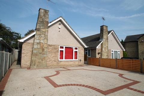 2 bedroom detached bungalow for sale - Hithermoor Road, Stanwell Moor, TW19