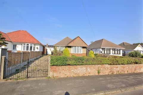 2 bedroom bungalow for sale - Alderney Avenue, Alderney, Poole