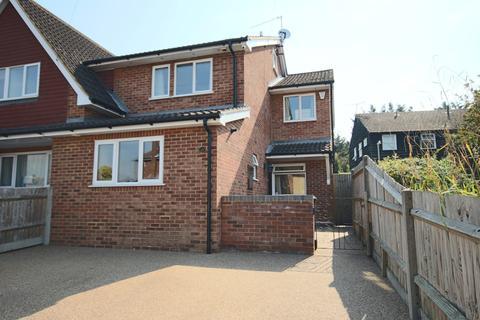 4 bedroom semi-detached house to rent - Wethered Drive, Burnham, Buckinghamshire