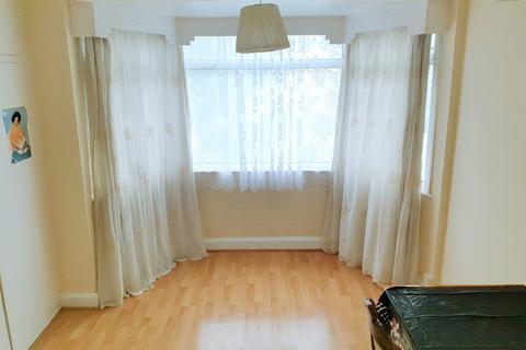 2 bedroom flat to rent - 160 Colindeep Lane
