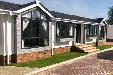 2 bedroom park home for sale - Five Furlongs Country Park, Kent