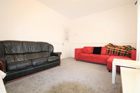 3 bedroom semi-detached house to rent - Mount Road, Dagenham, RM8
