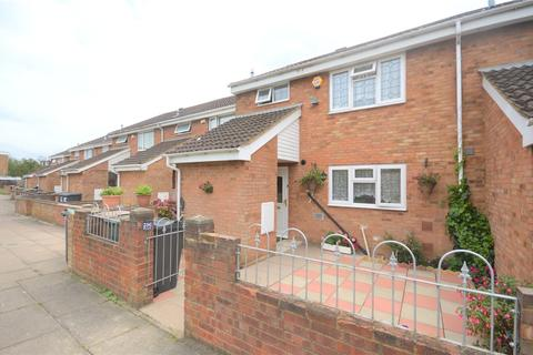 3 bedroom terraced house for sale - Crosby Close, Luton, LU4