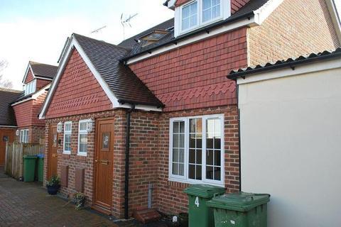 2 bedroom semi-detached house to rent - Lauras Gardens, High Street, Billingshurst, RH14