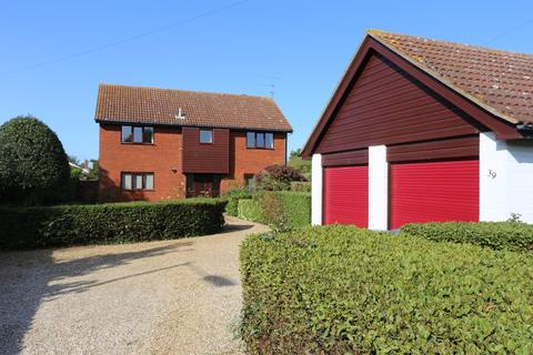 4 bedroom detached house to rent - High Road East, Felixstowe