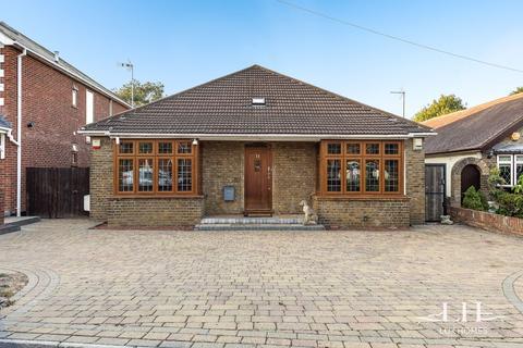 5 bedroom bungalow for sale - Fanshawe Crescent, Hornchurch