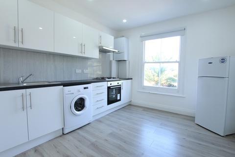 2 bedroom flat to rent - Earlsmead Road, London
