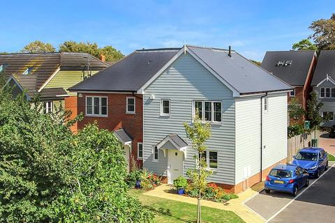 3 bedroom semi-detached house for sale - Bradbury Close, East Preston, West Sussex, BN16