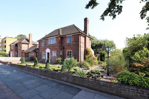 4 bedroom detached house for sale - South View, Bromley