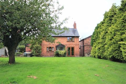4 bedroom detached house for sale - School Lane, Bronington