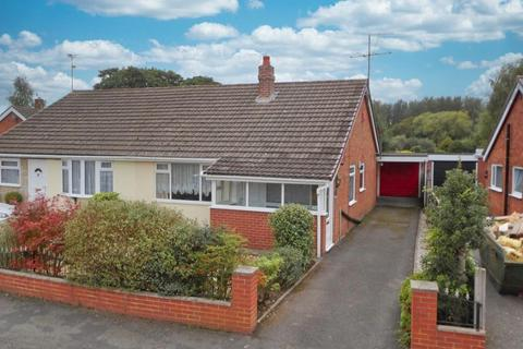 2 bedroom semi-detached bungalow for sale - Crotia Avenue, Weston, Cheshire