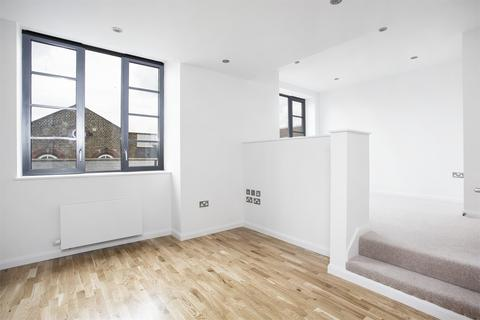 Studio to rent - 4 Warple Way, Acton, London, W3