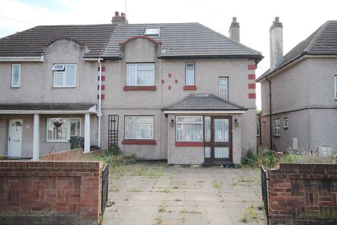 3 bedroom semi-detached house for sale - Upminster Road South, Rainham, RM13