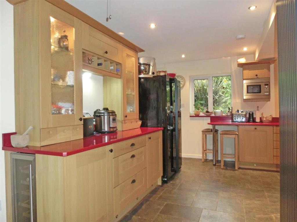 Arden Road 30 kitchen 4.jpg