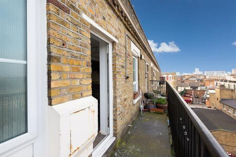 2 bedroom flat to rent - Ainsley Street, London