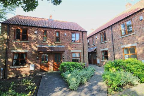 2 bedroom semi-detached house for sale - Keldgate Close, Beverley