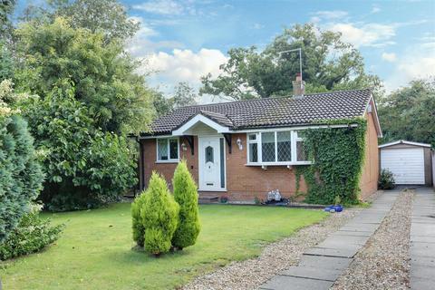 2 bedroom detached bungalow for sale - Spencer Close, Alsager, Stoke-On-Trent