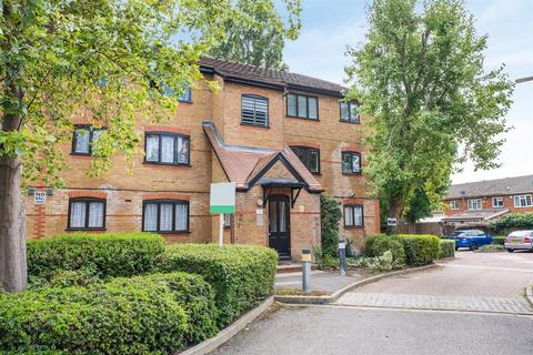 Studio to rent - Caroline Close, West Drayton
