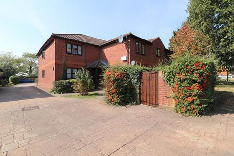 2 bedroom flat for sale - Church Road, Boreham