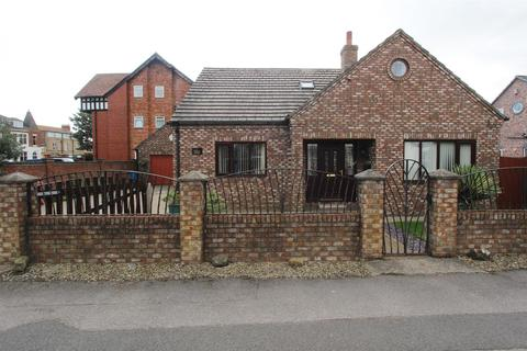 3 bedroom detached bungalow for sale - Canton Villas, Bridlington